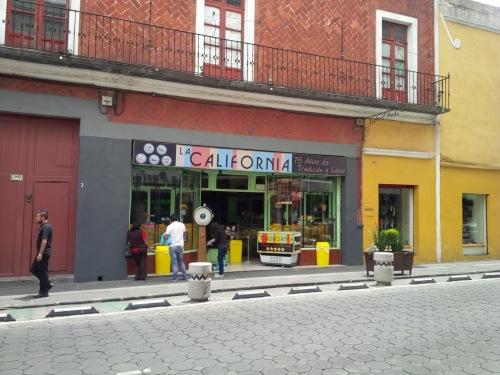 restaurantes_puebla_lacalifornia_cremitas_tradicion_poblana_03